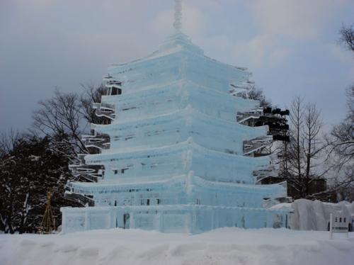 http://www.asahikawa-tourism.com/albums/wint_fest/slides/winter2009_08.jpg